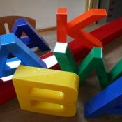 wyroby z plexi kolor litery trojwymiarowe przestrzenne klejone