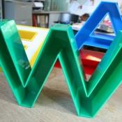 wyroby z plexi kolor litery trojwymiarowe przestrzenne 3d klejone