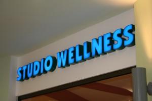 litery blokowe podświetlane studio wellness