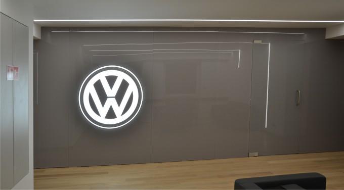 Świecące logo VW na ścianę