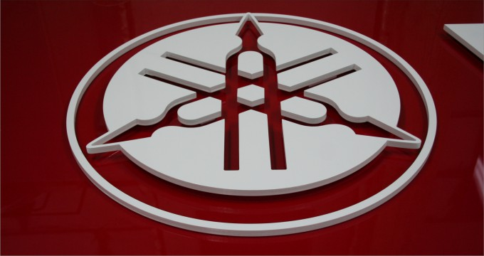 logo przestrzenne yamaha logo